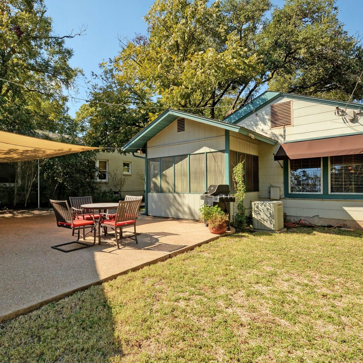 Alta Vista Austin home for sale back exterior