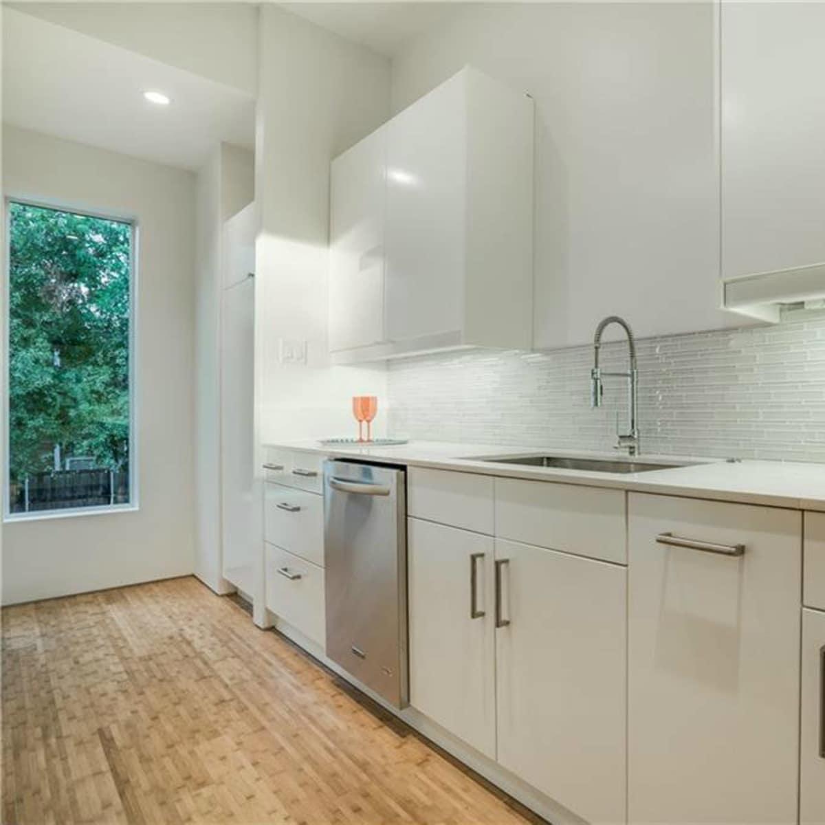 Kitchen 4401 Roseland Ave. Unit B in Dallas