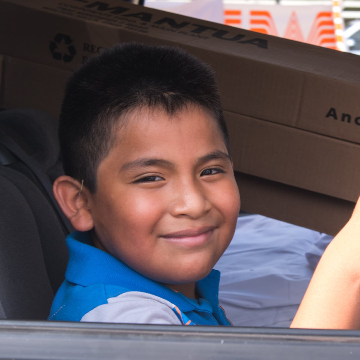 Houston, Carlos Correa, Mattress Firm, Houston Children's Charity mattress giveaway, August 2017, kid gives thumbs up