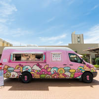 Hello Kitty Cafe truck exterior