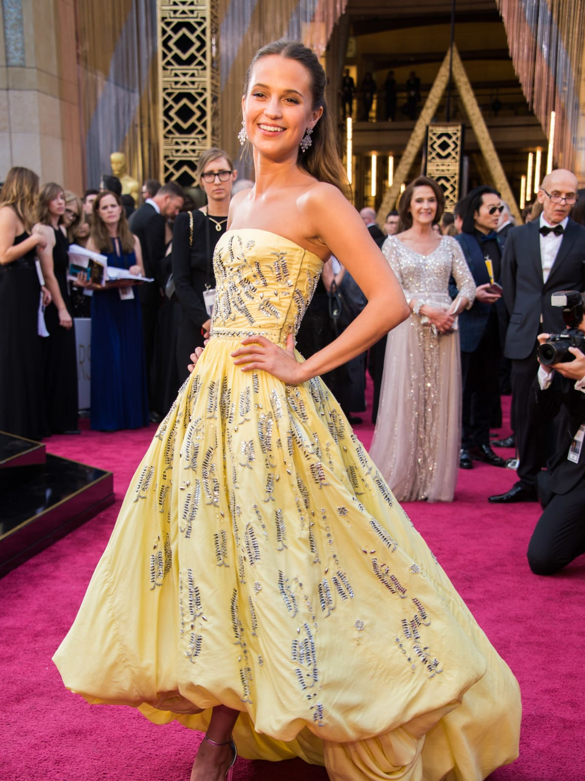 Alicia Vikander at Oscars in Louis Vuitton gown