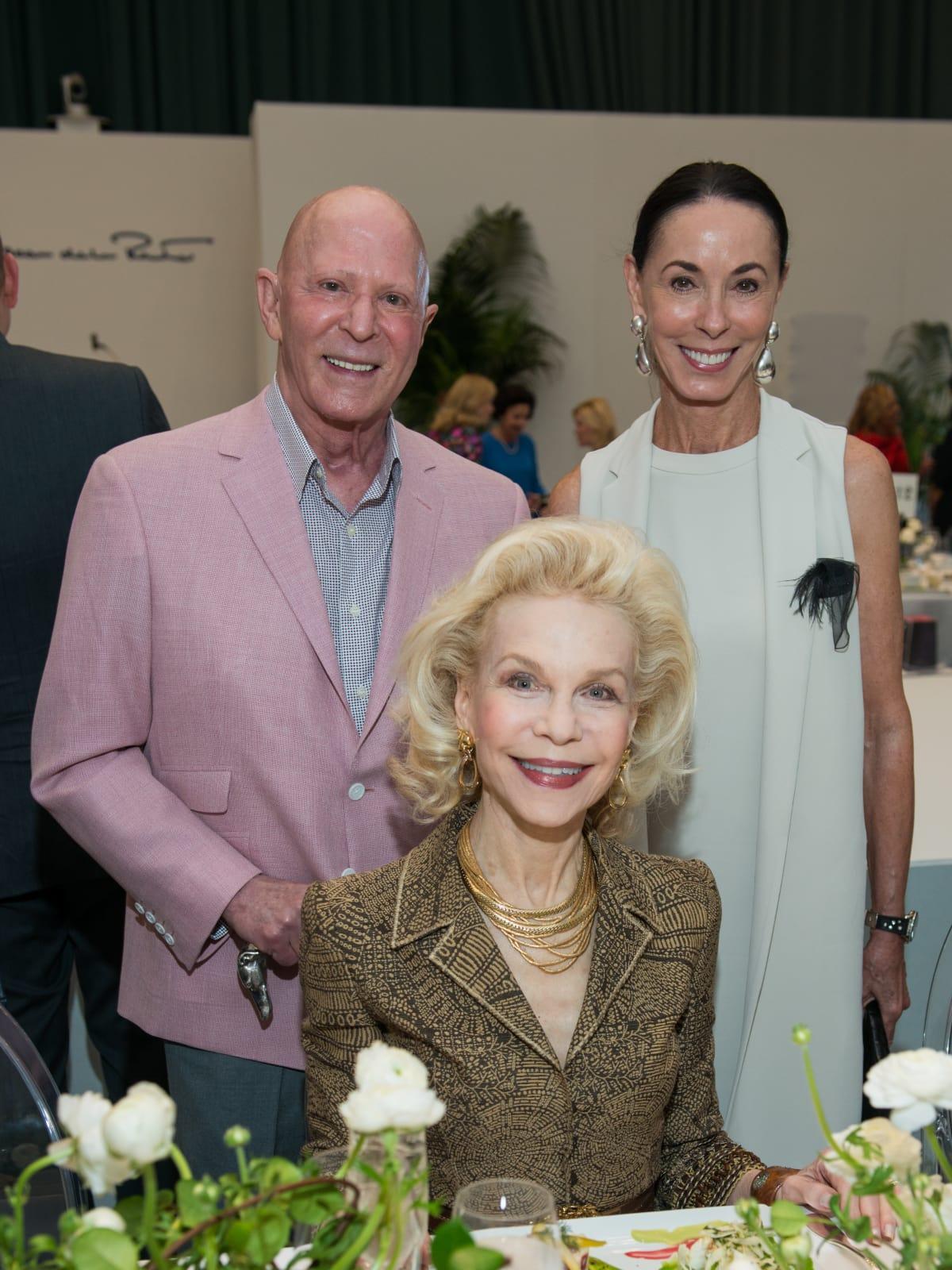 Lester Smith, Sue Smith, Lynn Wyatt at Oscar de la Renta fashion show at MFAH