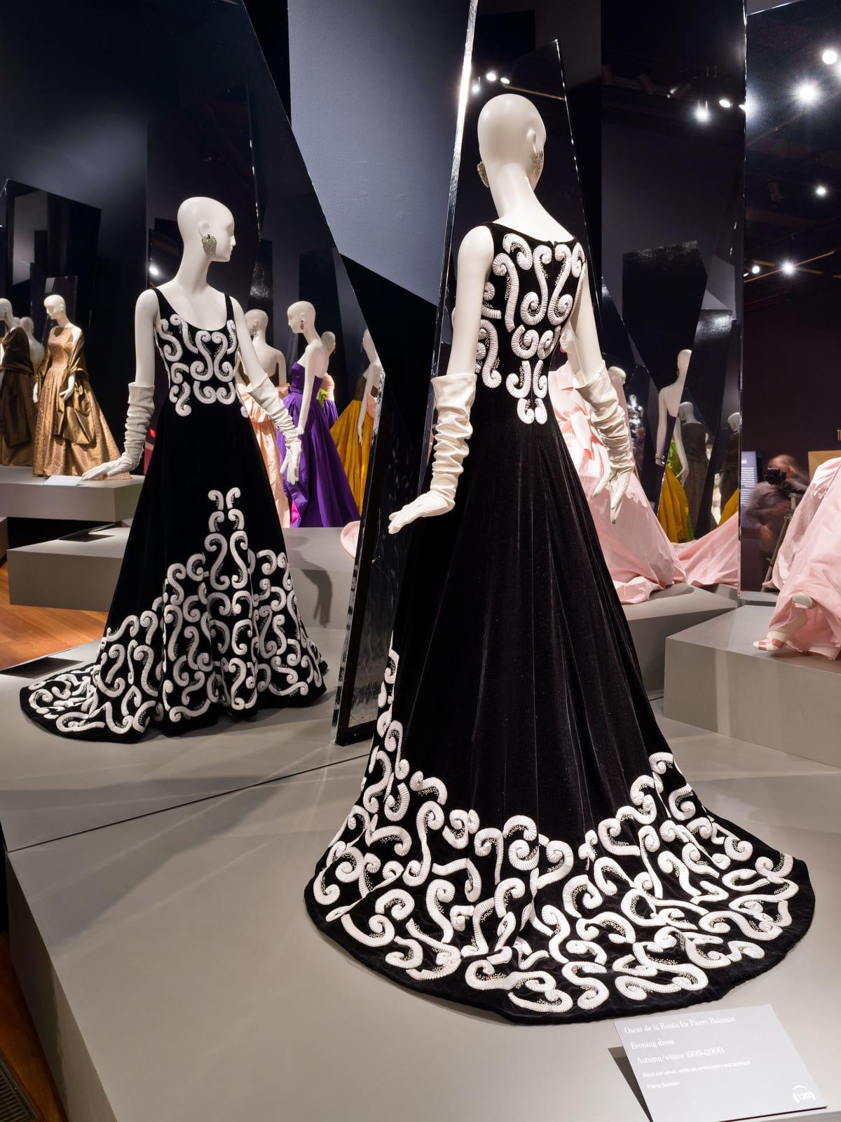 Oscar de la Renta for Pierre Balmain, Evening Dress, fall/winter 1999–2000, silk velvet, silk embroidery, and silk appliqué.