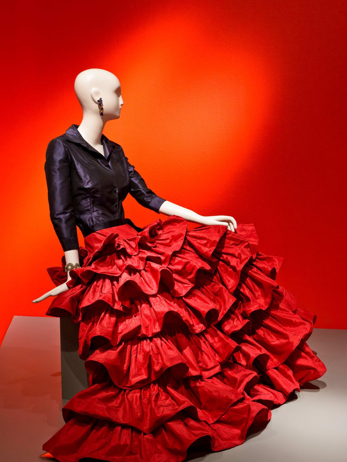 Oscar de la Renta, Custom Evening Ensemble, 2001, silk taffeta and silk satin, courtesy of Oscar de la Renta Archive (worn by Mica Ertegun to an event celebrating her 40th wedding anniversary to Ahmet Ertegun, 2001