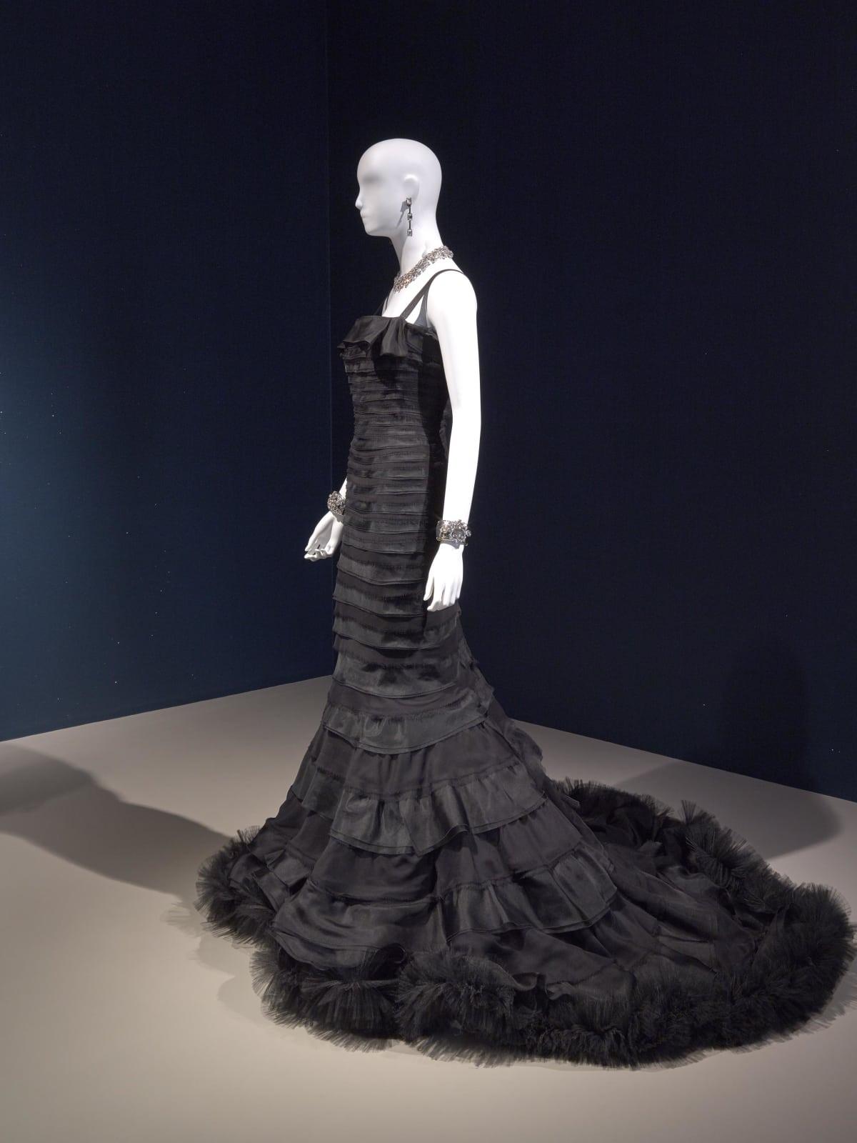 Oscar de la Renta MFAH exhibition Penelope Cruz gown
