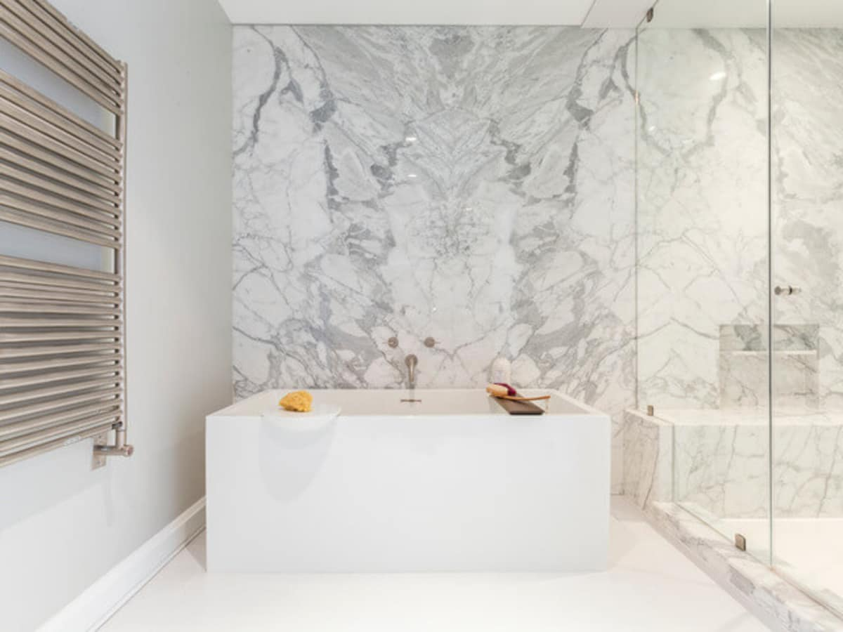 Houzz Houston house home 1960s London Texas style master bathroom modern tub