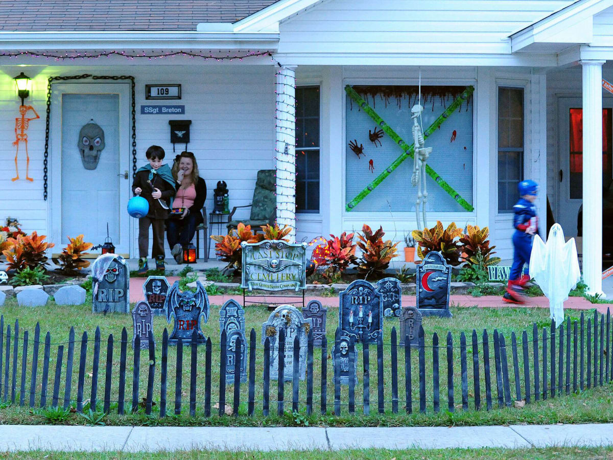Halloween trick or treat childresn costumes house decorations