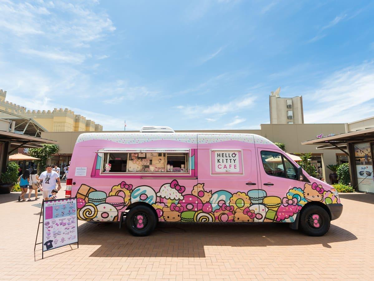 Hello Kitty Cafe truck exterior