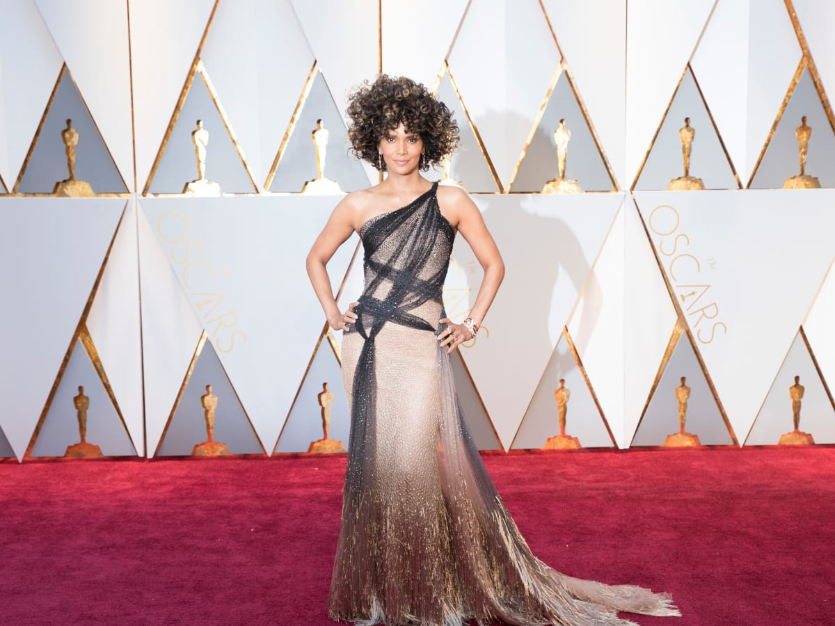 Halle Berry in Versace at Oscars 2017