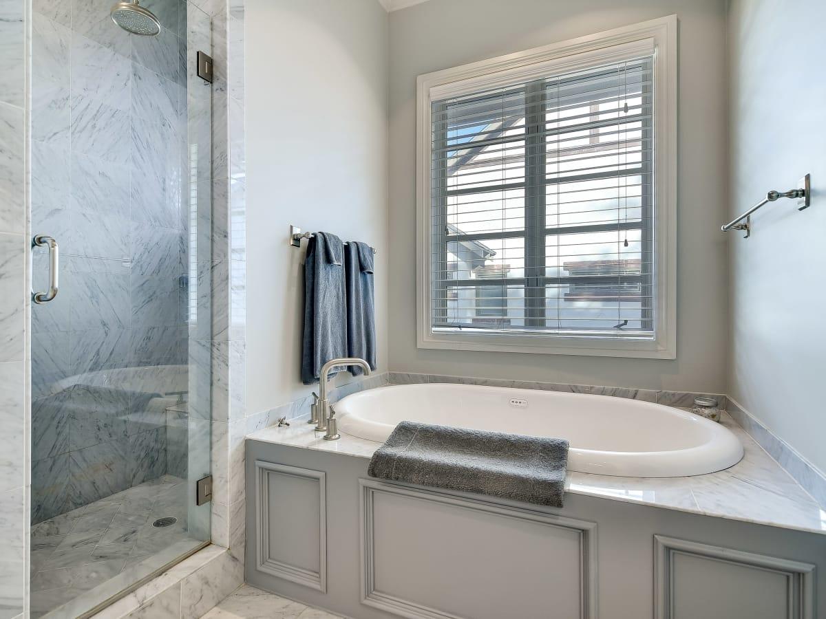 723 Elizabeth San Antonio house for sale master bathroom