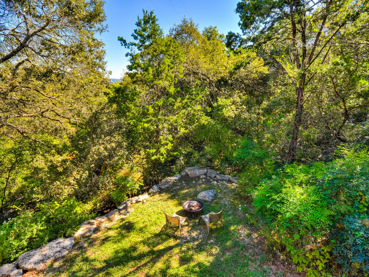 1604 The High Road Austin home for sale yard