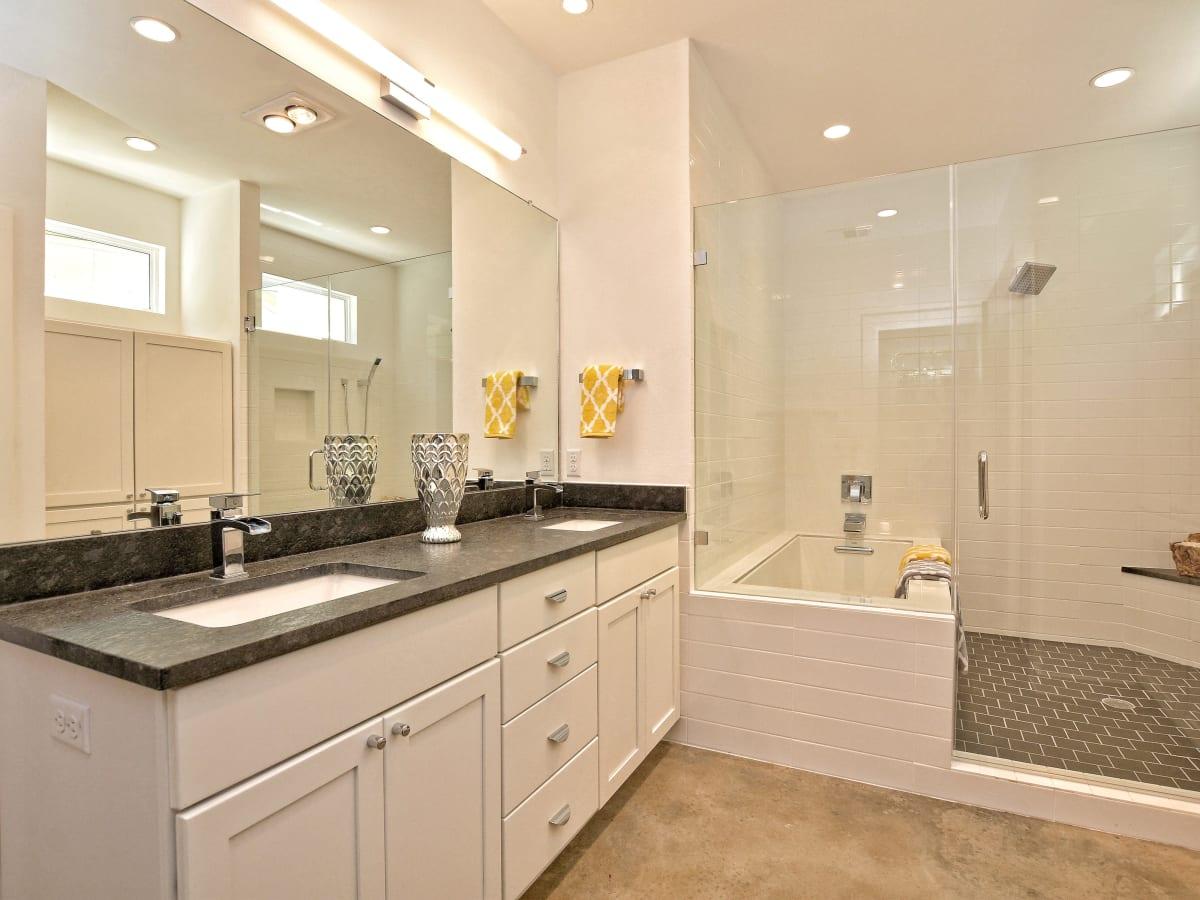 1806 Frazier Austin house for sale bathroom