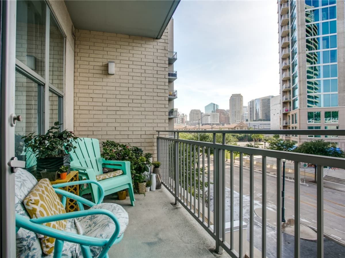 2323 N Houston St condo balcony