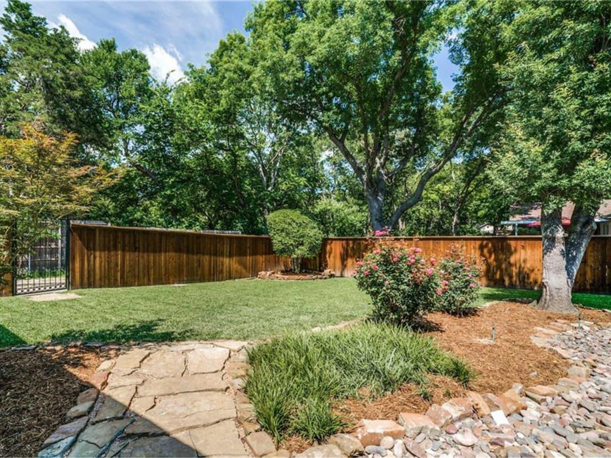 11229 Lanewood Cir backyard