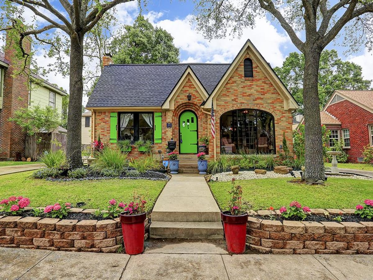 On the Market, 6635 Lindy, April 2016, exterior