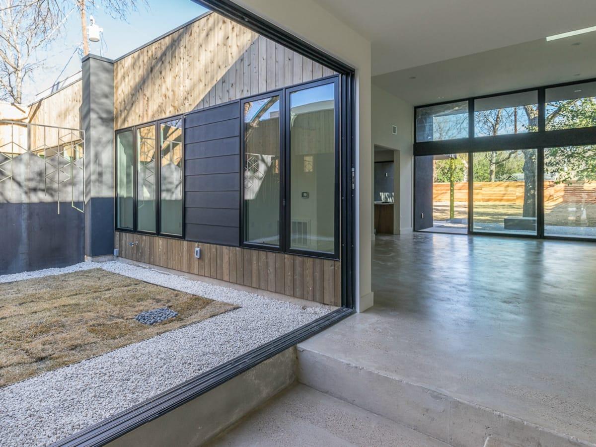Austin house home dulplex 3305 Garden Villa Lane 78704 March 2016 living yard unfurnished