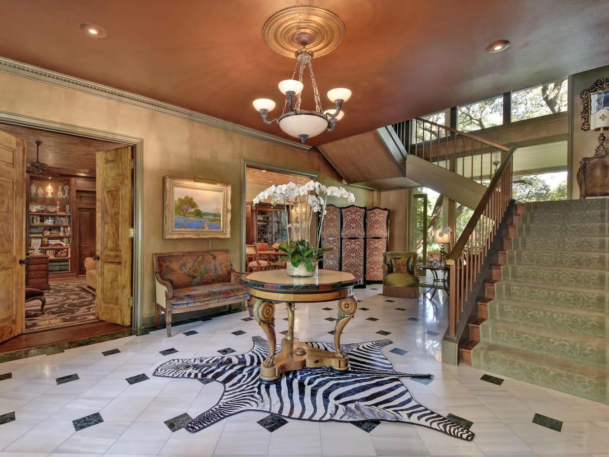 Austin house home Tarrytown 2610 Kenmore Court Ben Crenshaw February 2016 foyer