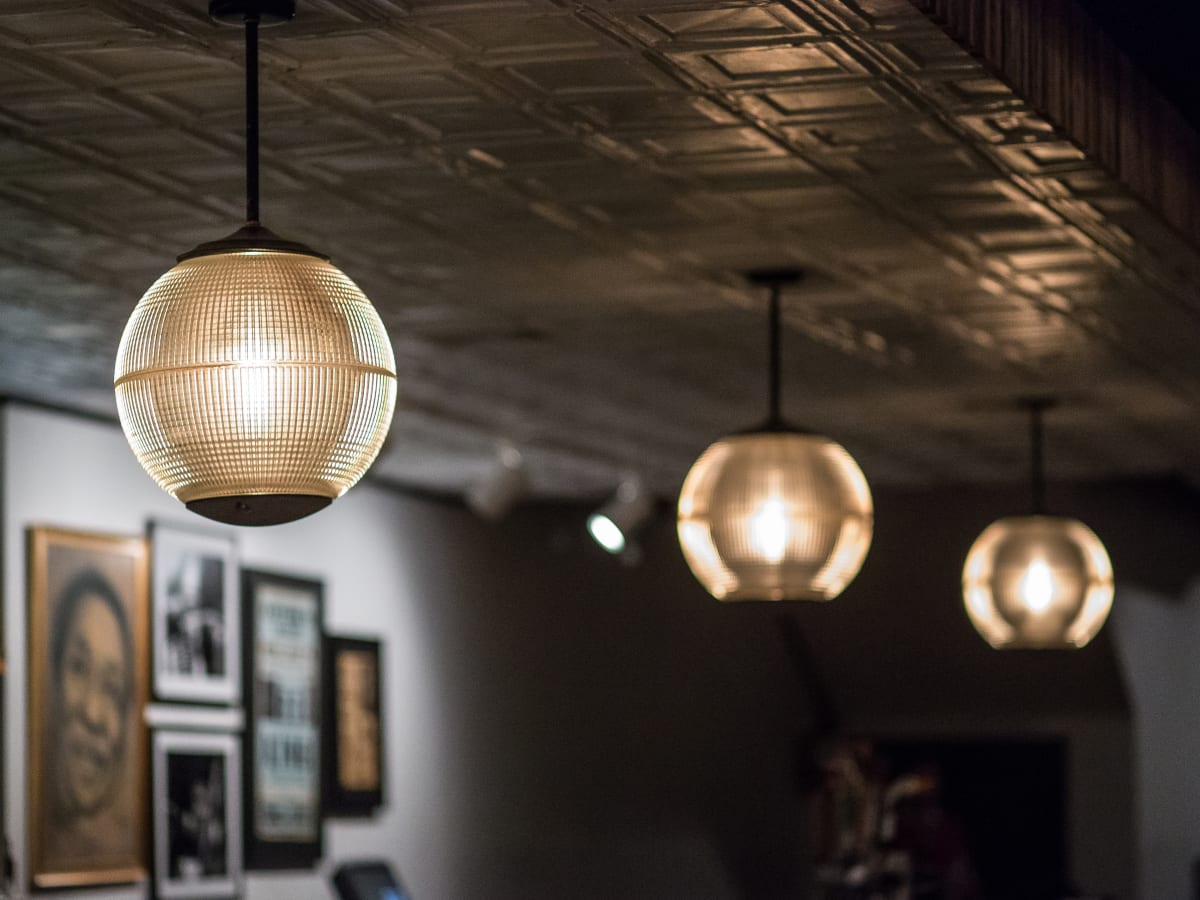 Antone's downtown venue Fifth Street 2016 light fixtures ceiling