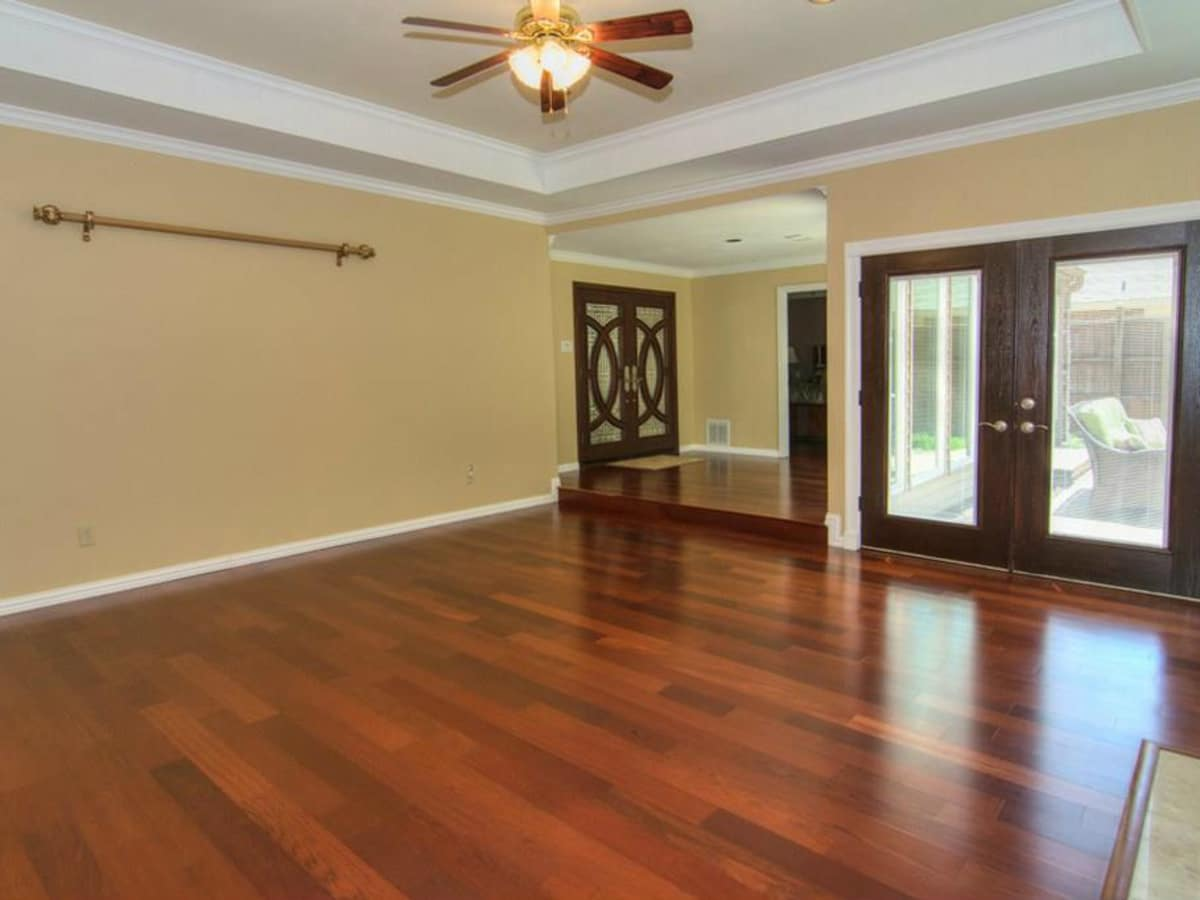 18605 Crownover Ct living room