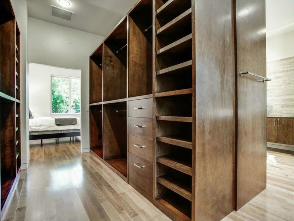 4428 Greenbrier closet
