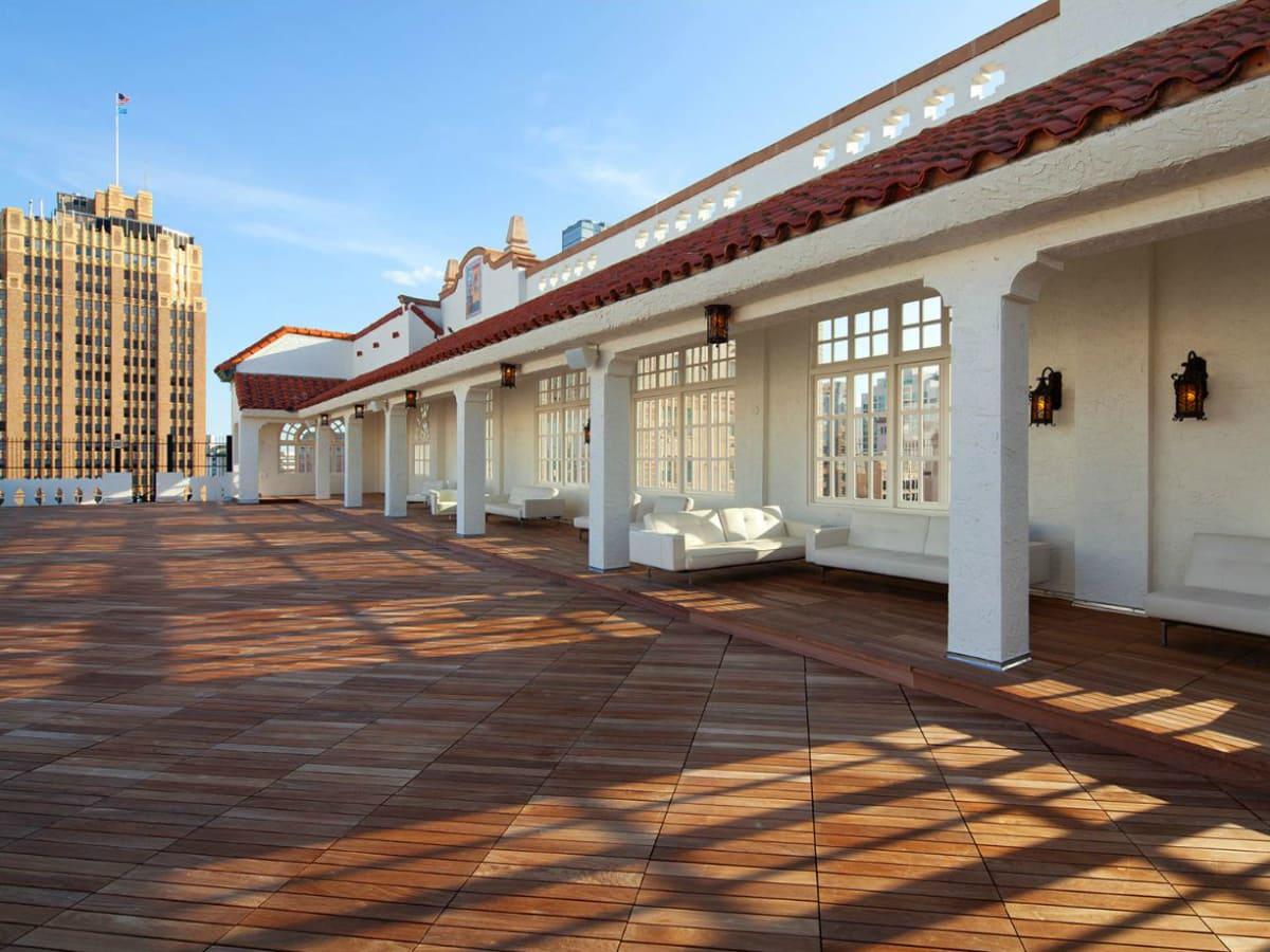 St Anthony Hotel plaza