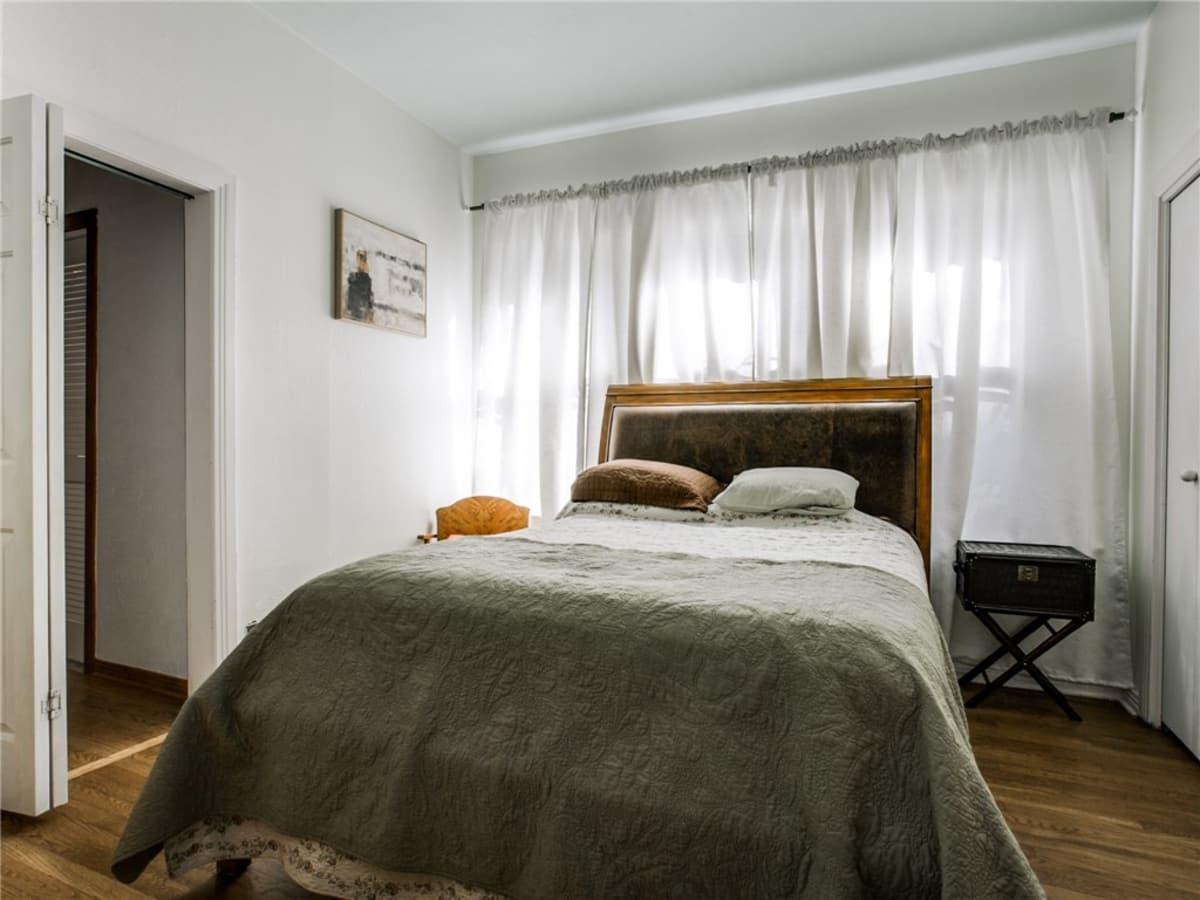 924 Lausanne Avenue Dallas home for sale second bedroom
