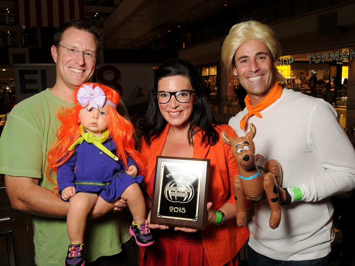 MD Anderson Halloween at the Galleria Mike, Daphne and Lara Baker with Sean Mayo