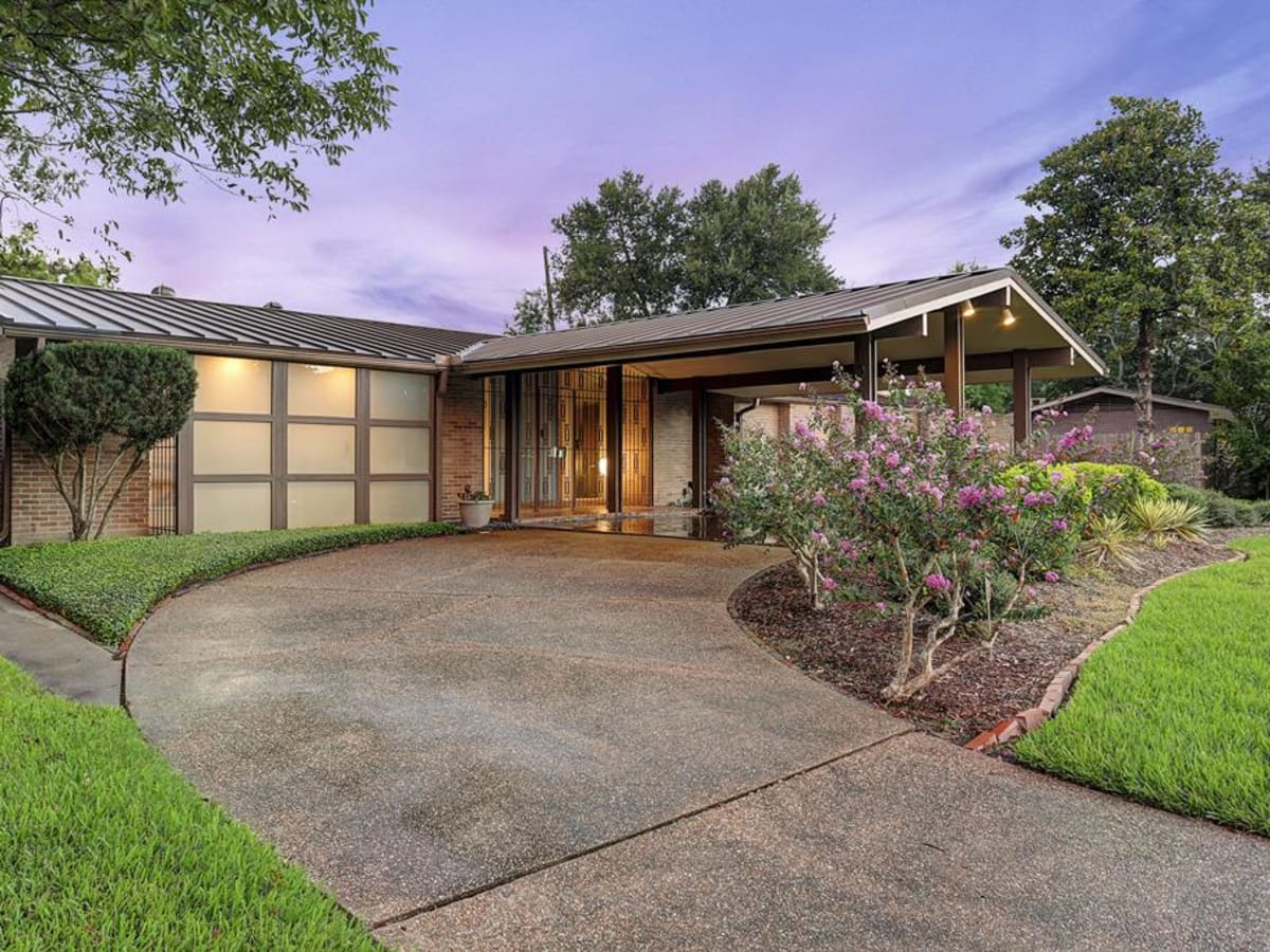 Mid-century modern house brings award-winning style to the market ...