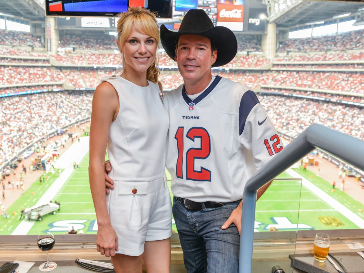 News, Shelby, Texans Owners suite, Sept. 2015, Jessica & Clay Walker