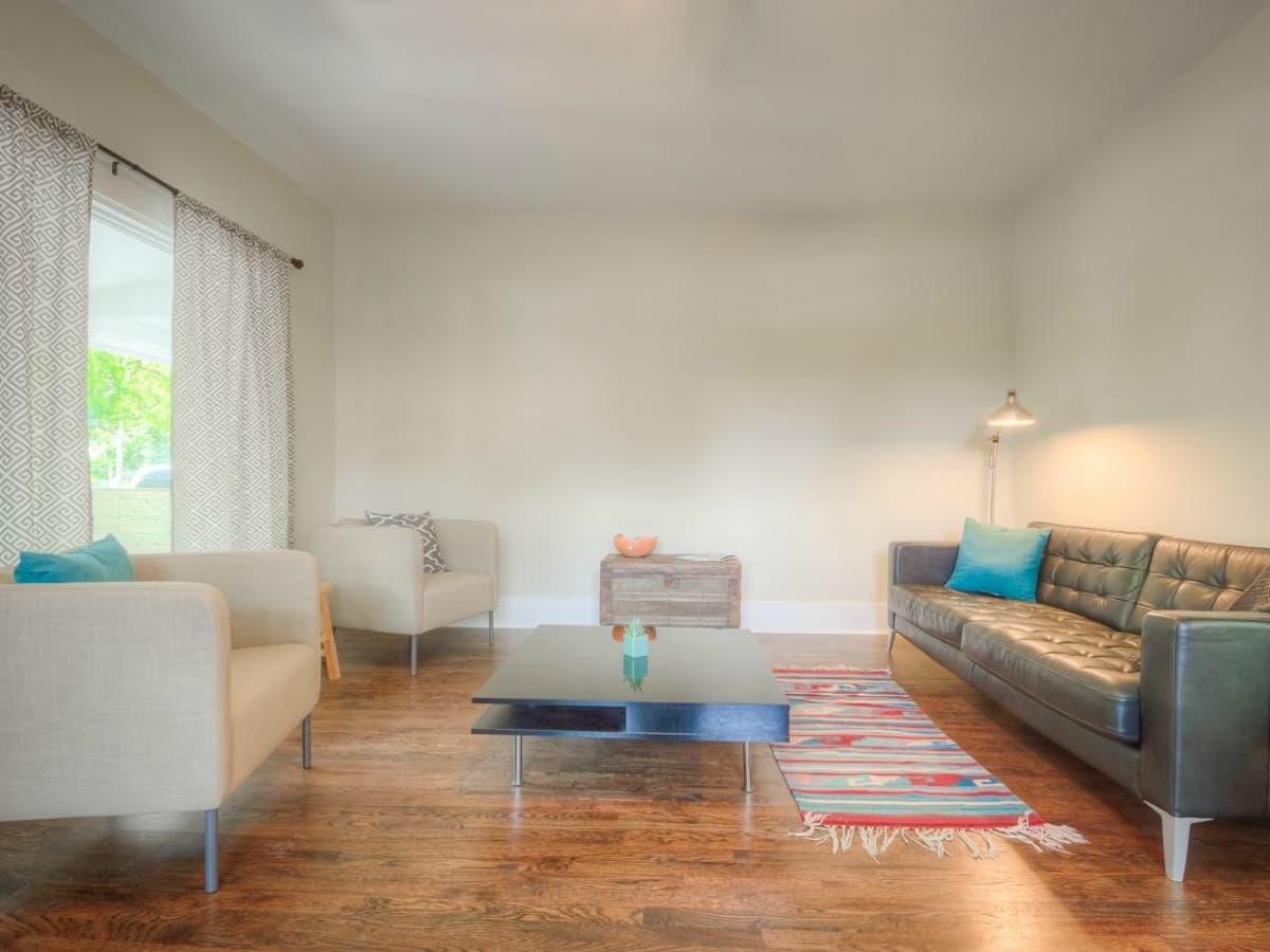 1122 Gunter St 78702 East Austin house living room 2015