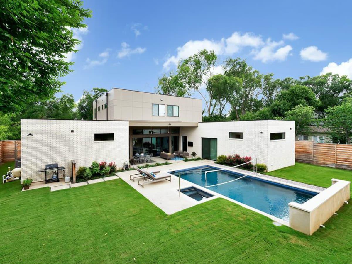 Dallas pool designed by Ware Architecture Studio