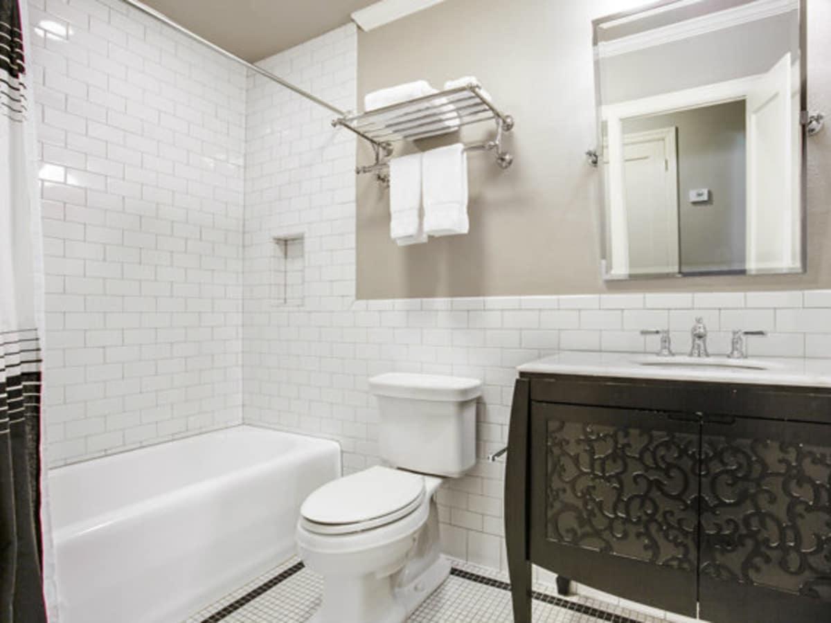 Bathroom at 811 Monte Vista Dr. in Dallas