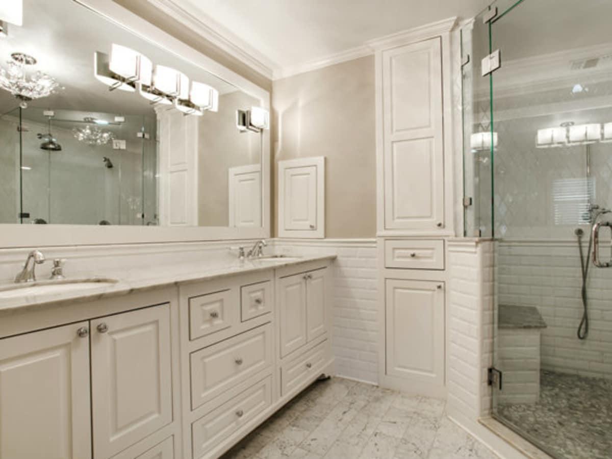 Master bathroom at 811 Monte Vista Dr. in Dallas