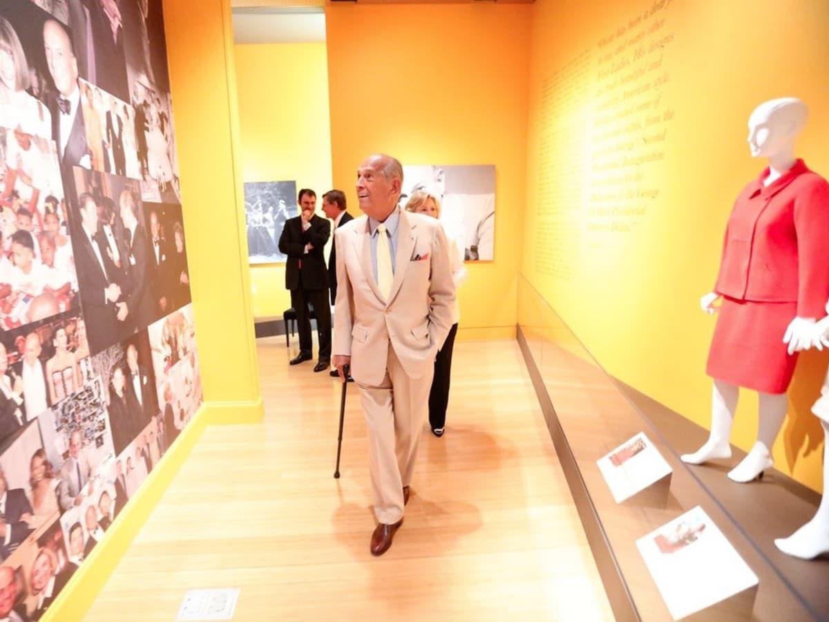 Clinton Foundation Oscar de la Renta exhibit Oscar de la Renta with cane
