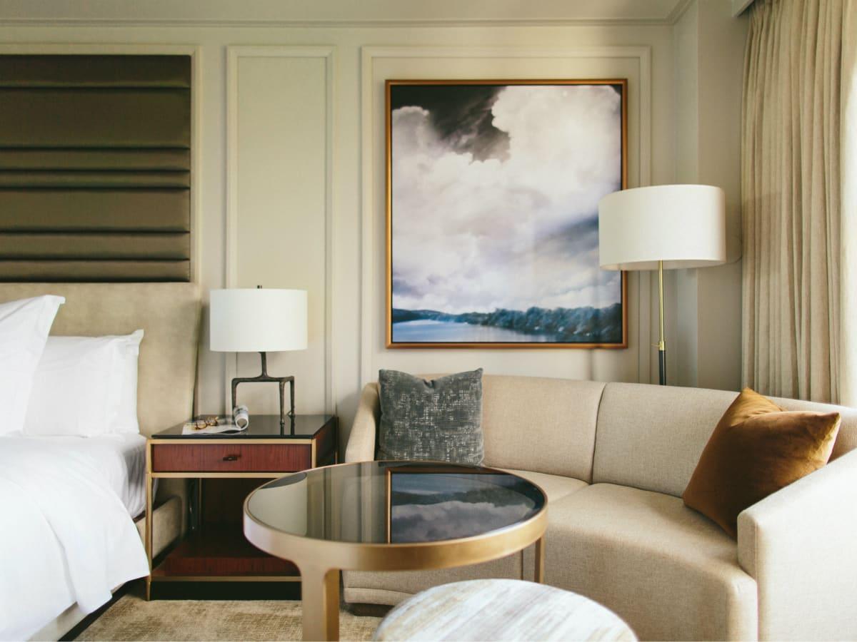 Four Seasons guestroom sitting area