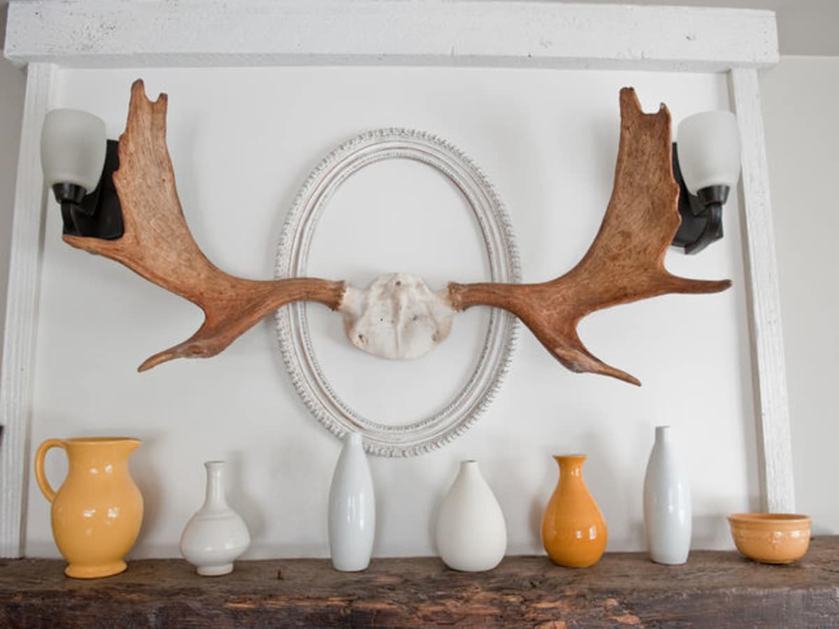 Houzz mantel with antlers and vases