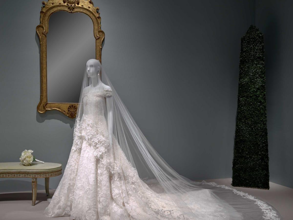Oscar de la Renta MFAH exhibition Amal Clooney wedding gown