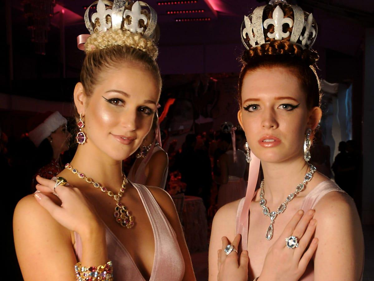 Heart of Fashion: 2 models