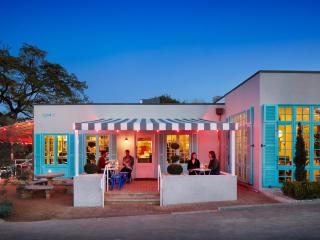 Austin Photo Set: News_Jackie_elizabeth street cafe_feb 2012_6