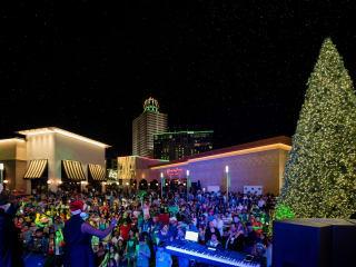 Memorial City presents Music, Movies and Snowfall Throughout the Holiday Season
