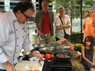 Dallas Farmers Market presents Walkabout with a Chef