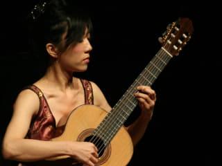 classical guitar Xuefei Yang playing guitar