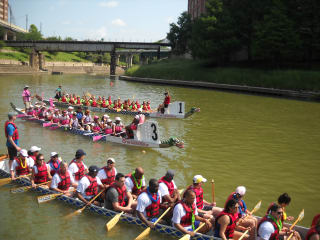 "Houston Arts Alliance and Buffalo Bayou Partnership host ""Afloat! A spectacular boat parade on Buffalo Bayou"""