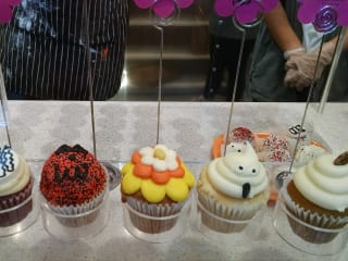 Dallas by Chocolate presents Dallas' Best Cupcakes & Macarons Tour