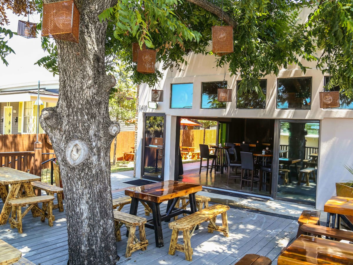 New east austin bar with cool patio quietly opens its for Q kitchen bar san antonio