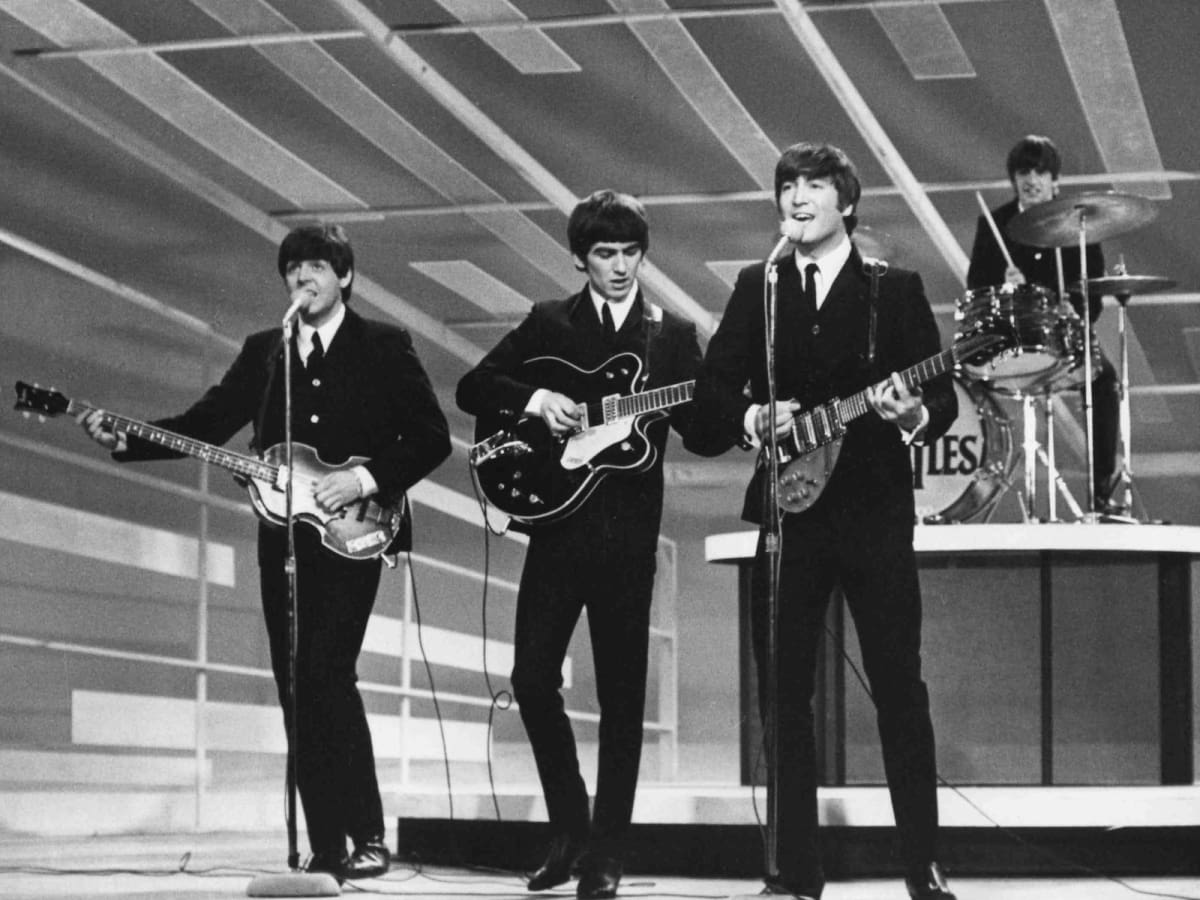 a history of the band the beatless The beatles were an english rock band, formed in liverpool in 1960 with members john lennon, paul mccartney, george harrison and ringo starr, they became widely regarded as the foremost and most influential act of the rock era.