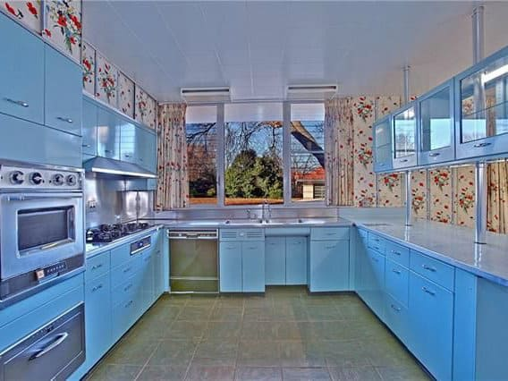 Slideshow dallas midcentury home hawks vintage rarities for Q kitchen bar san antonio