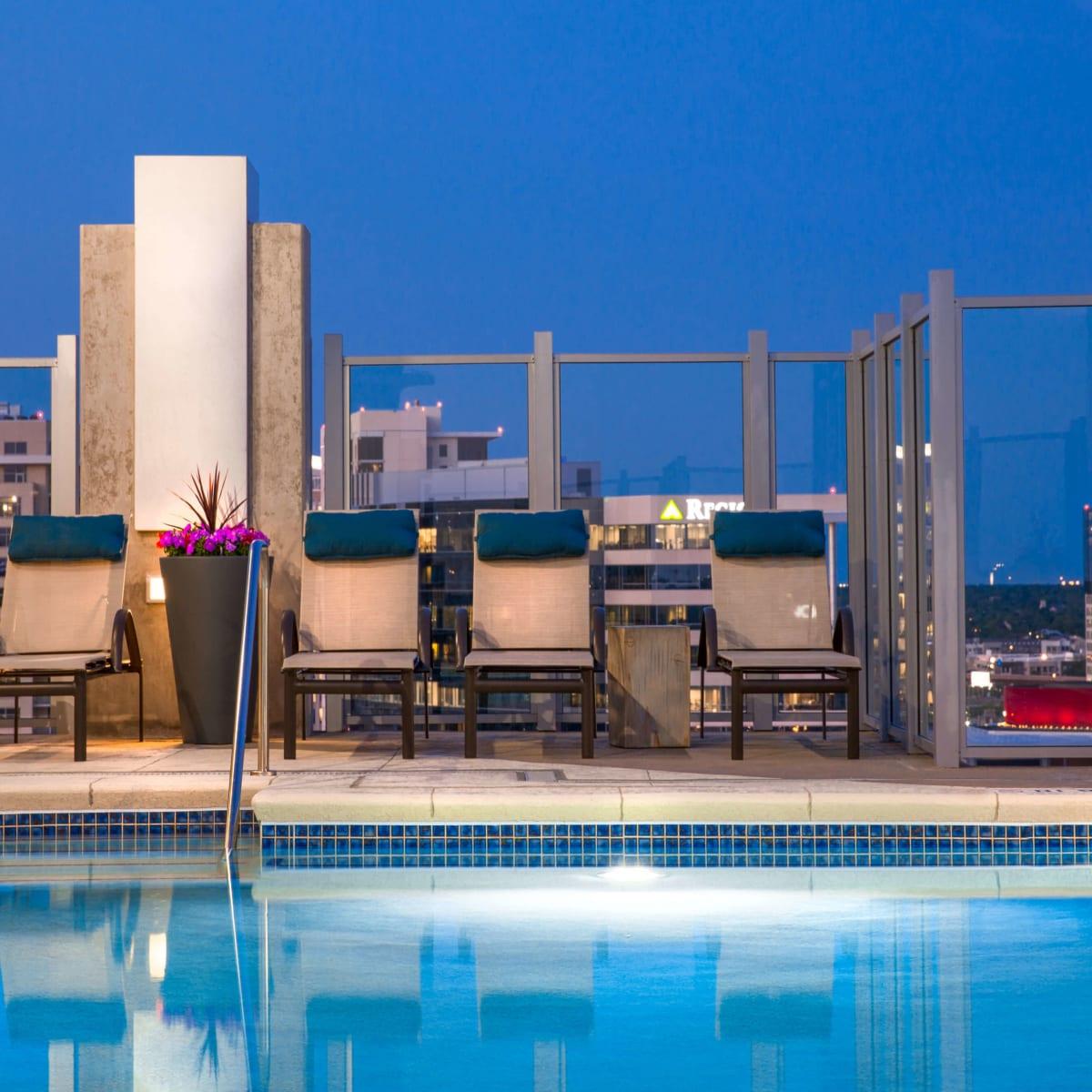 Skyhouse Dallas pool
