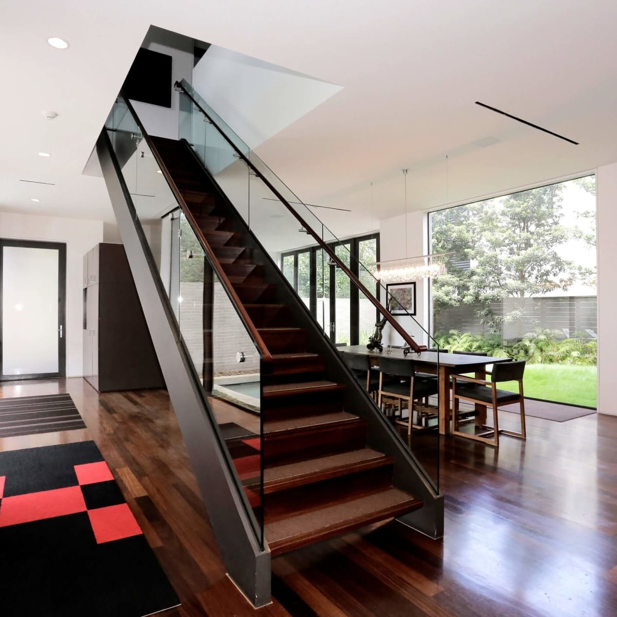 On the Market, 2115 Wroxton, entry