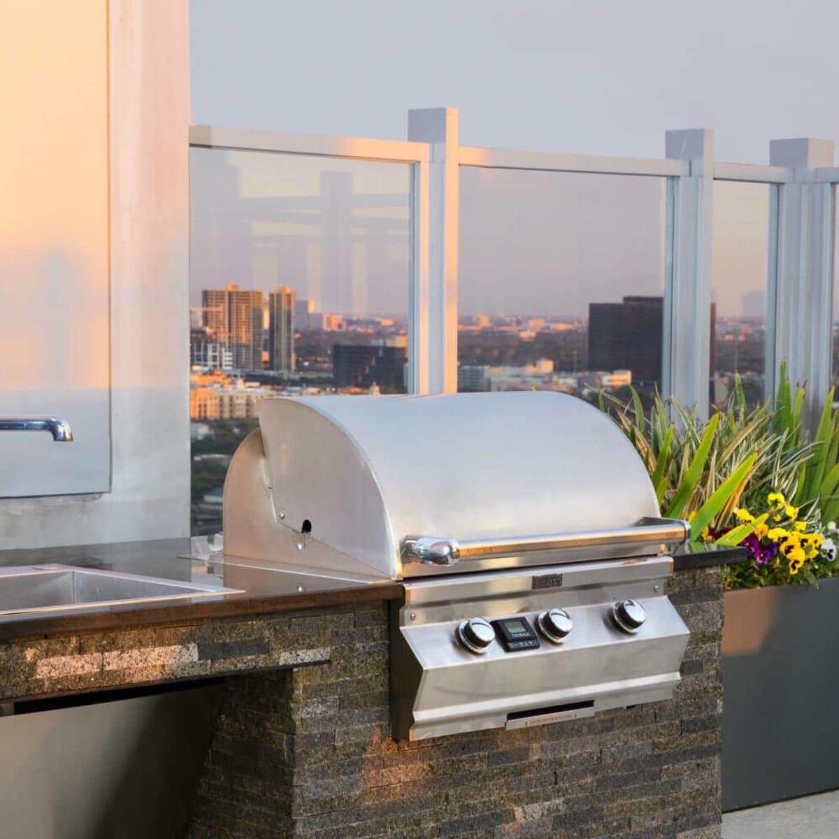 SkyHouse River Oaks rooftop